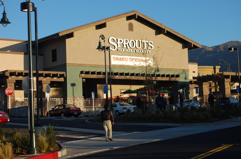 Locals Wake Up Early to Welcome Sprouts Farmers Market