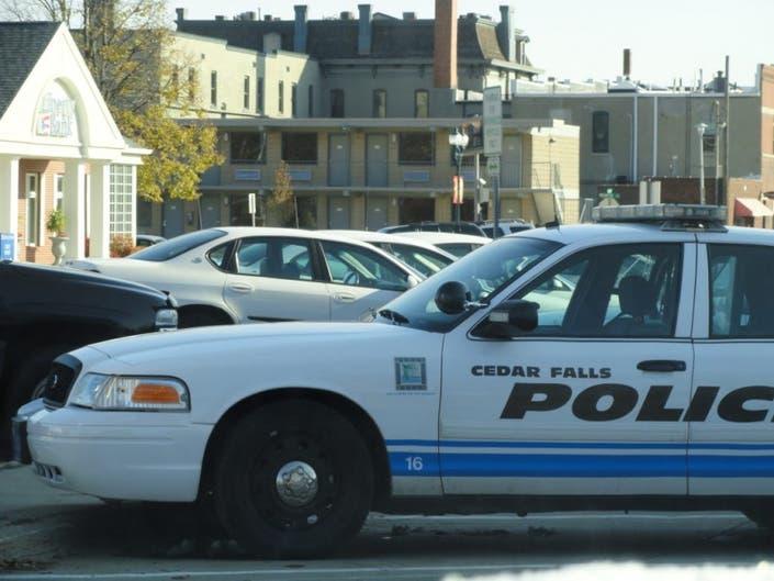 Cedar Falls Car Dealerships >> Police Man Rams Cars In Dealership Lot Tries To Flee Cedar Falls