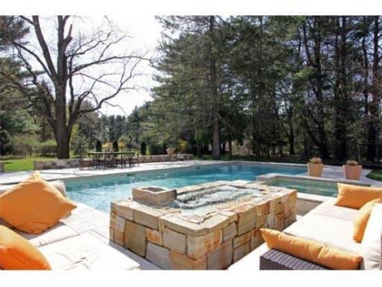 5-Bedroom With Pool, Gym, Hot Tub, Among Wayland Houses for