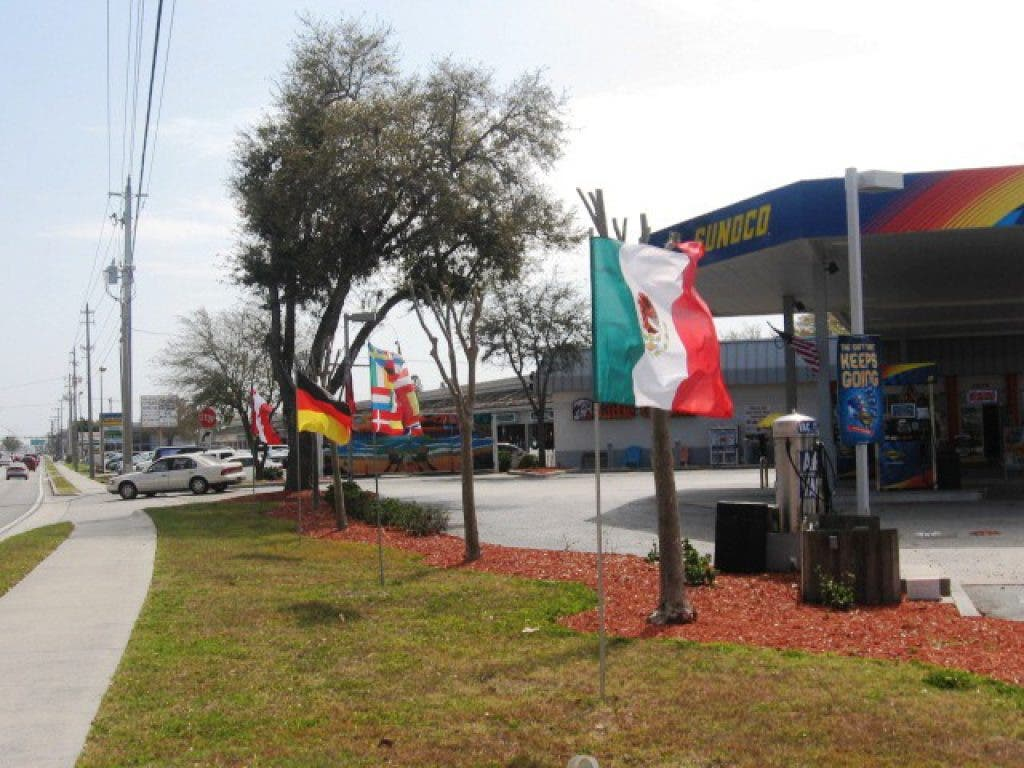 Tamiami Sunoco Provides Old Fashioned Service With A Smile Sarasota Fl Patch