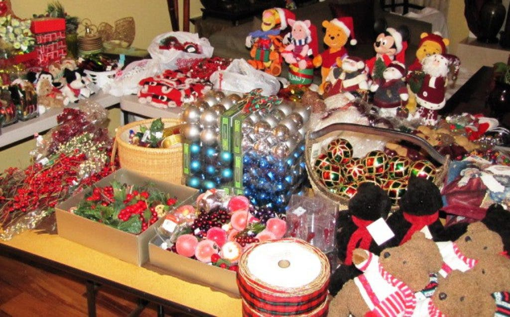 ... Garage Sale: Christmas Decor and More-0 ...