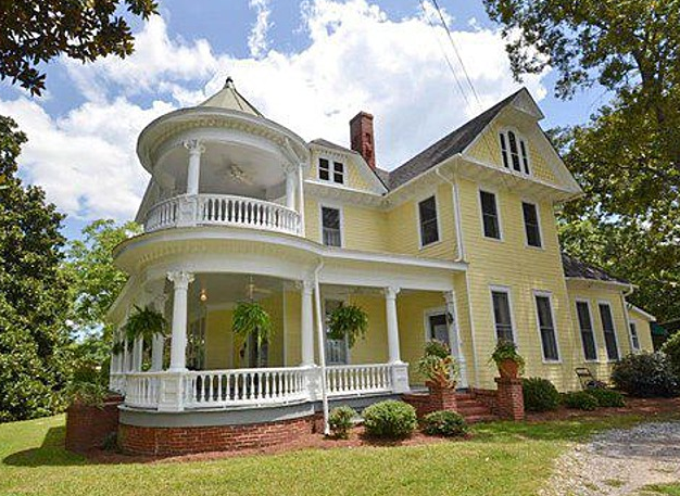 These Old Houses: Beautiful Classic Homes Currently on the Market in Barrow County-0