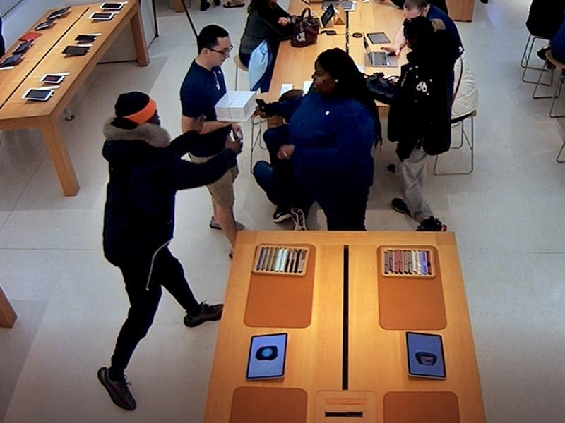 Watch Video As Suspects Steal $6,000 In Goods From Apple Store