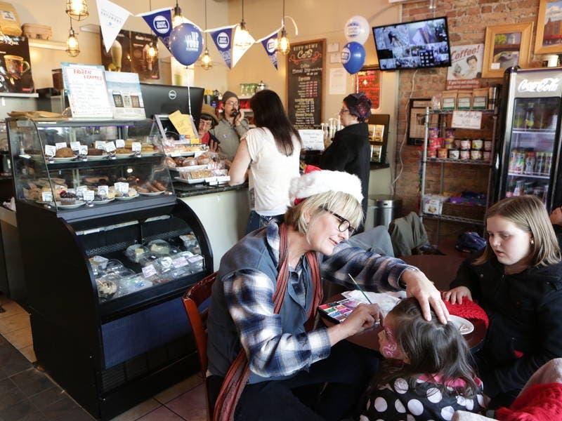 illinoisans love bakeries want more bars restaurants survey