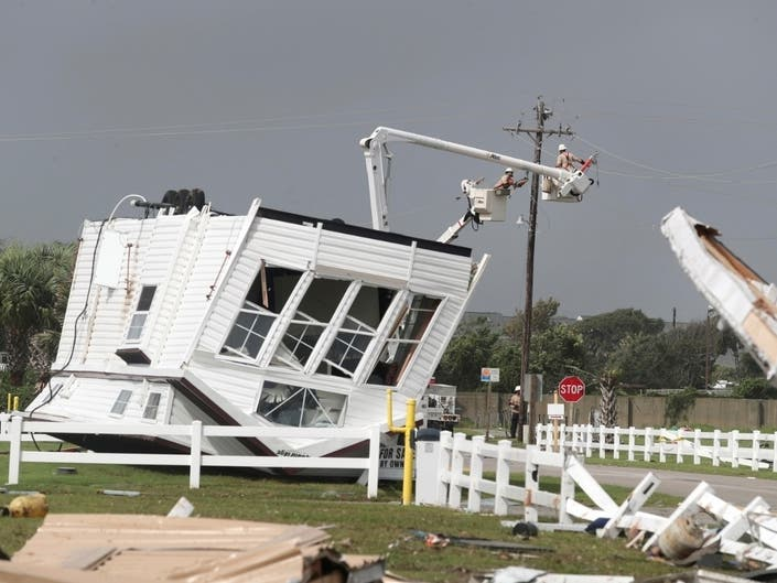 Dorian Remains 'Powerful Hurricane,' Closes In On North