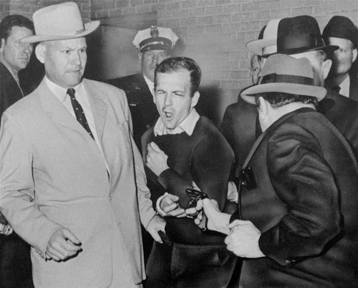 Jim Leavelle, Dallas Cop In Iconic Lee Harvey Oswald Photo, Dies