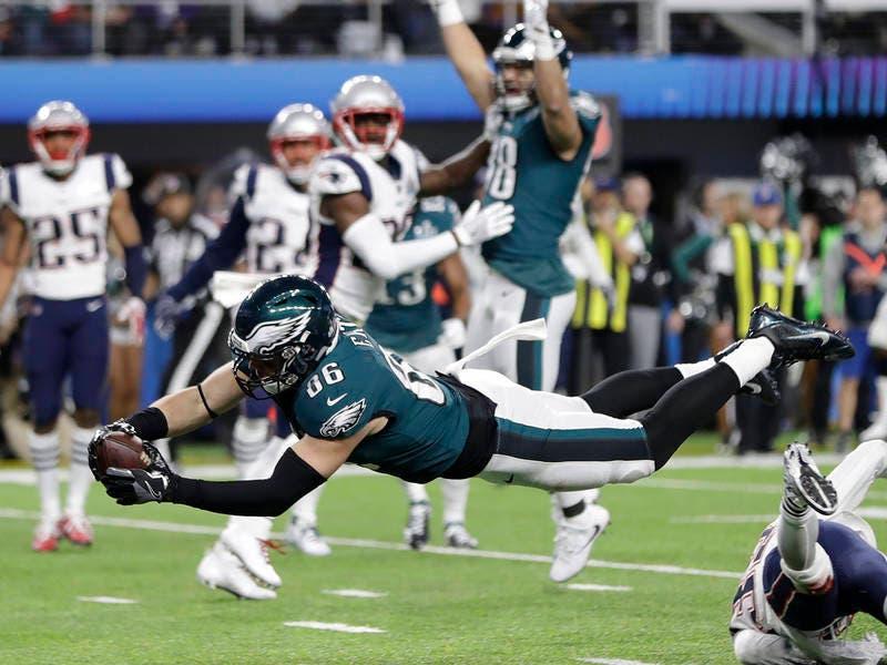 Super Bowl Results  Eagles Soar Over Patriots  54990a005