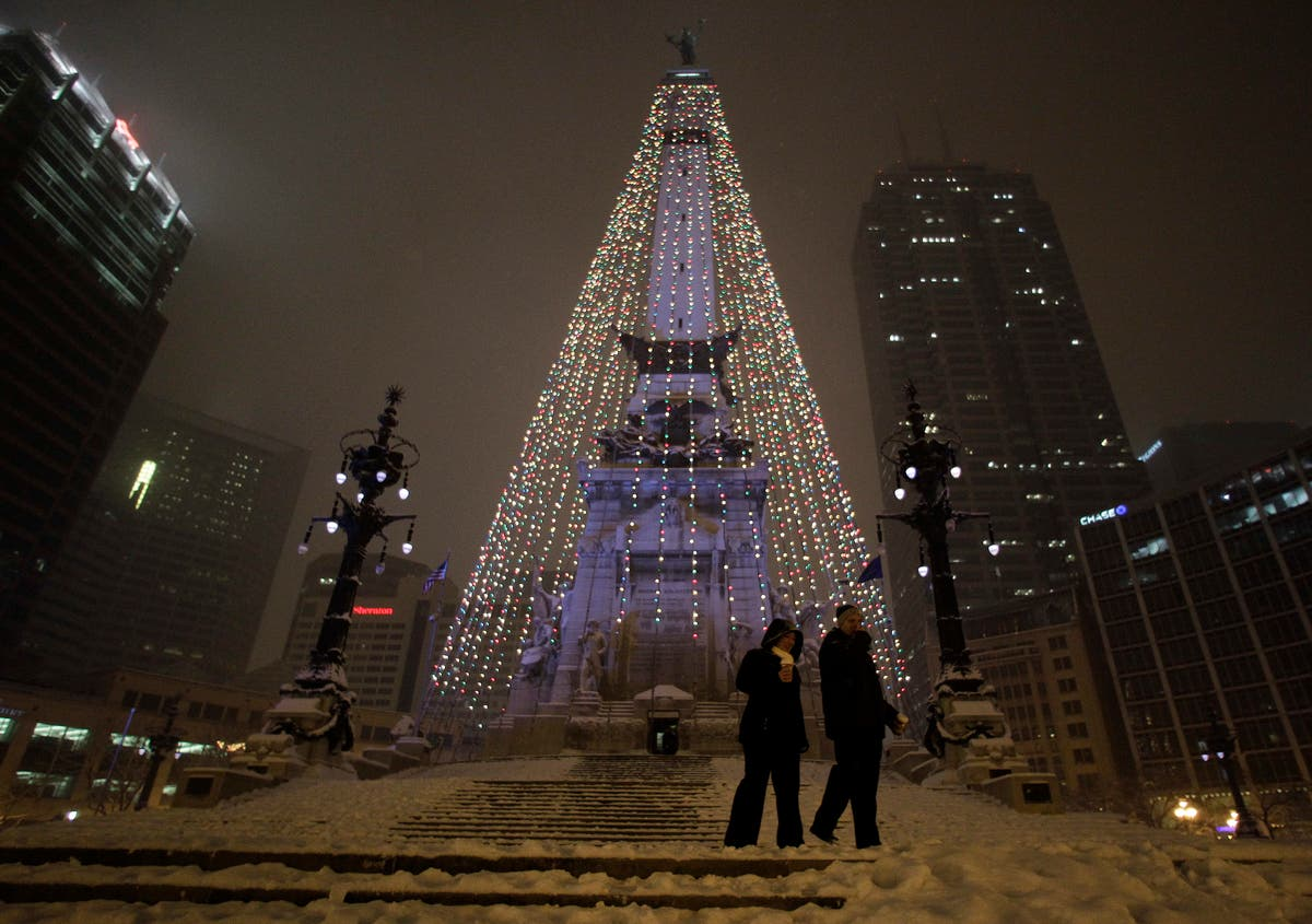 Christmas In Indianapolis.Winter Storm Delaying Take Down Of Downtown Indy Christmas