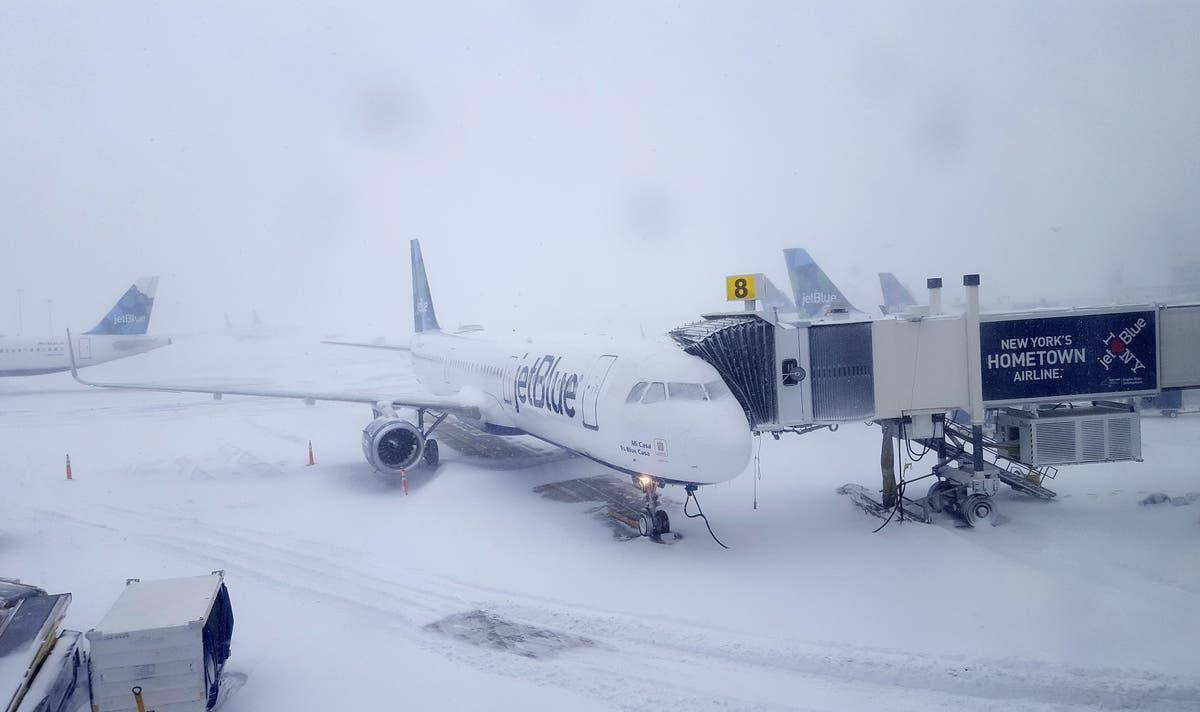 Resultado de imagen para storm snow US LaGuardia Airport