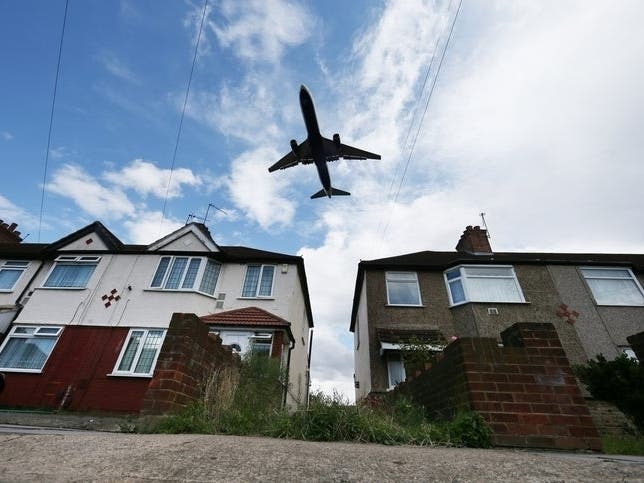 Bayside Residents Bemoan Excessive Airplane Noise