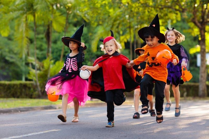 Riviera Village Halloween 2020 Oct 31 | Riviera Village Halloween Trick or Treat 2019: Redondo