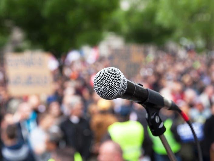 Kaiser Mental Health Clinicians Protest Slow Contract Talks