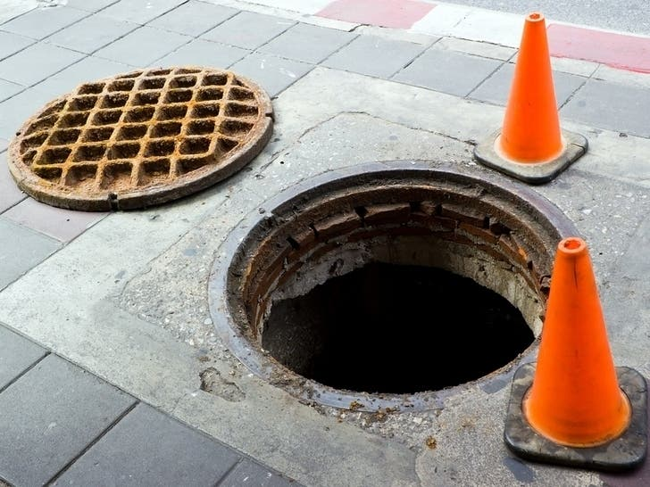 Cause Of Smoking Midtown Manholes Unknown: Report