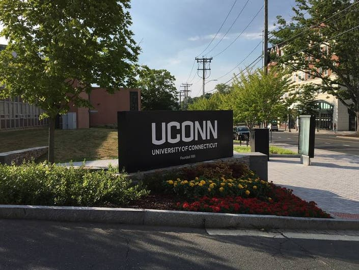 Coombs To Transfer From UConn Womens Basketball Team