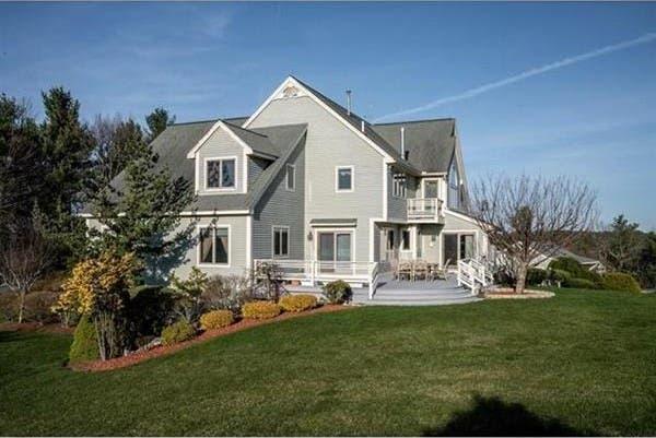 $775K Nashua Mansion: Pool, Cabana, Dream Kitchen | Nashua ...