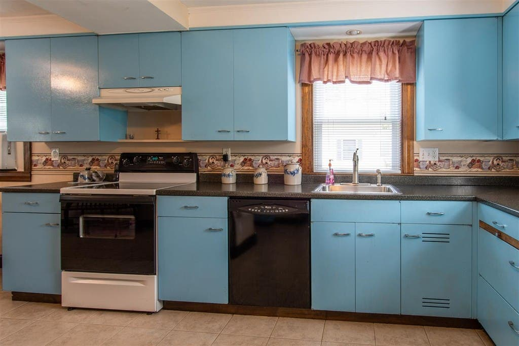 270k Nashua Cape With 2 Car Garage Just Listed Nh Patch