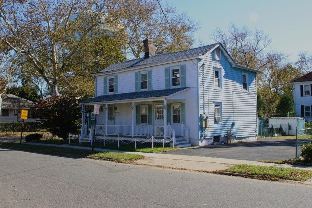 See Inside Bruce Springsteen S Childhood Home For Sale In Nj