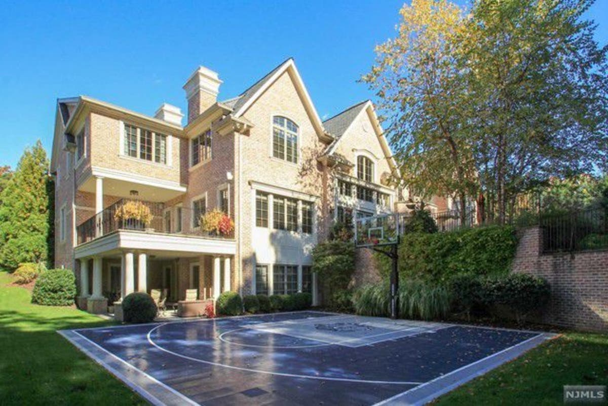 3 Years Later Patrick Ewing S Bergen Home Is Still For Sale