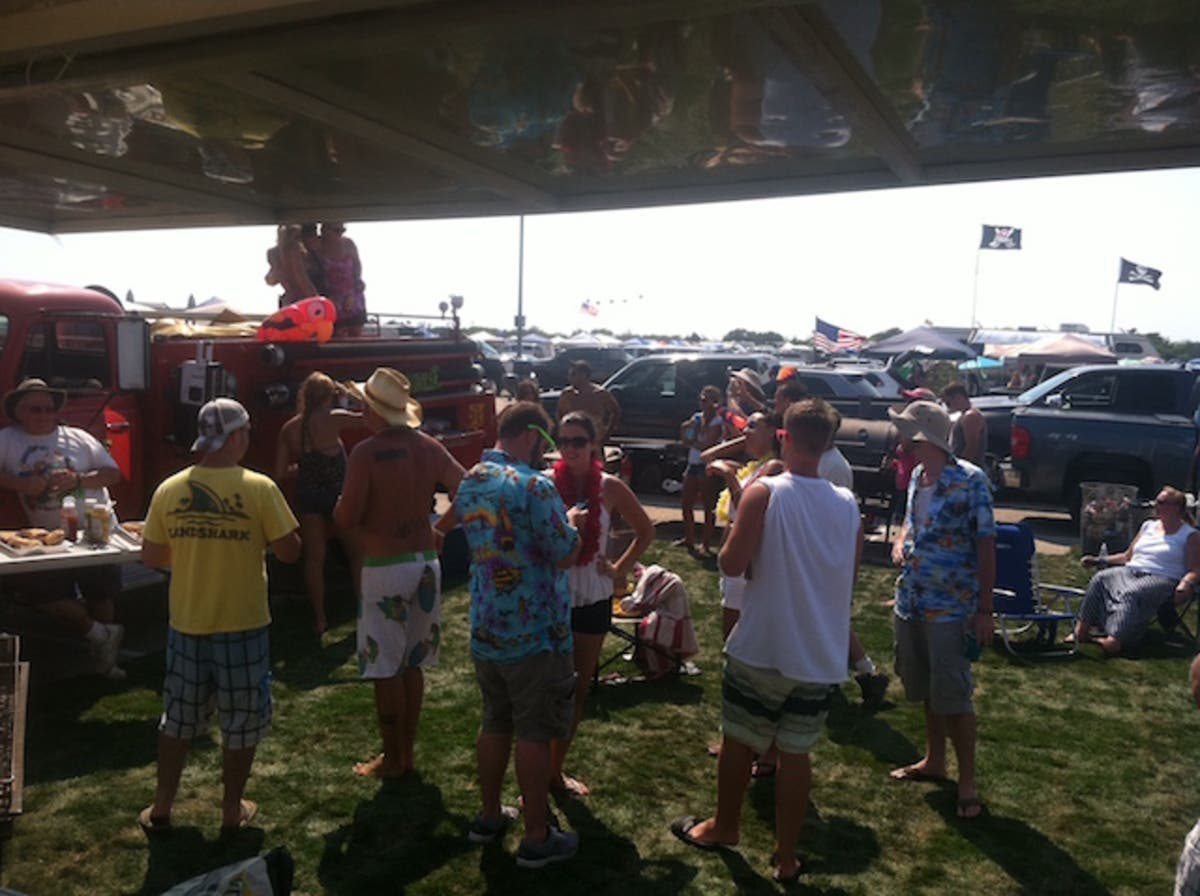 Jimmy Buffet Fan Fundraises For Hamptons Crew Tailgate Party