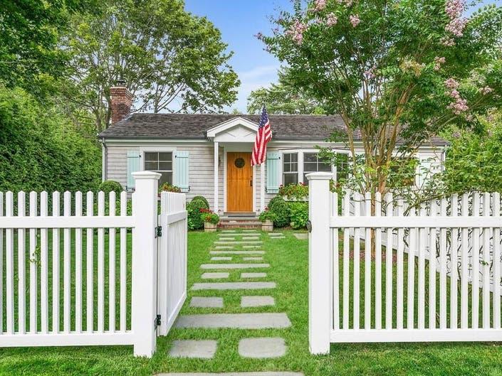 Wow House: Charming Cedar-Shingled Sag Harbor Cottage