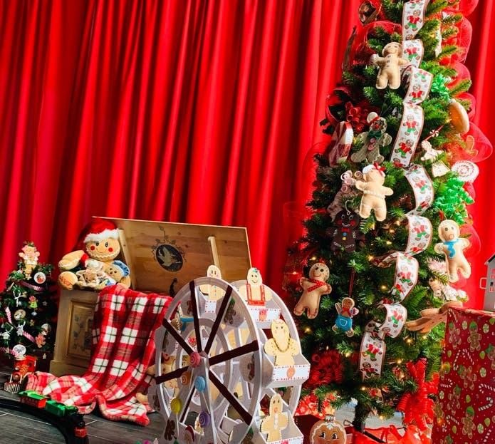 Restaurant Open For Christmas 2020 In Suffolk County Ny Pandemic Can't Stop Santa: 'Christmas House LI' Attraction Opens