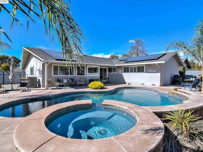 Remodeled Livermore Home Has Laundry Room New Pool