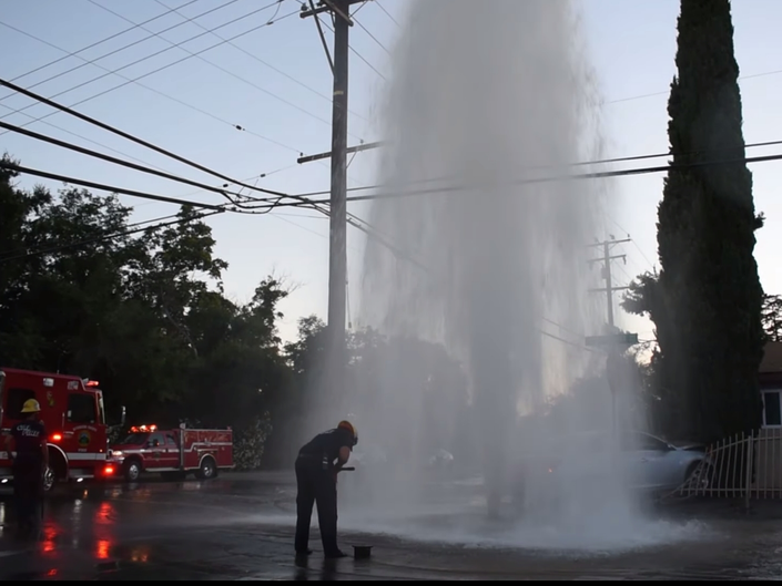 Beaumont Hit-And-Run Suspect Slams Into Hydrant, Sets Of Geyser