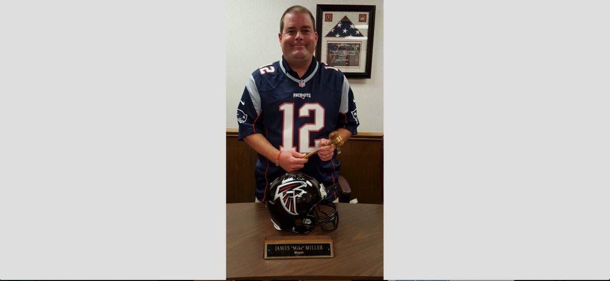 Georgia Mayor Forced To Wear Tom Brady Jersey Because The Patriots ...