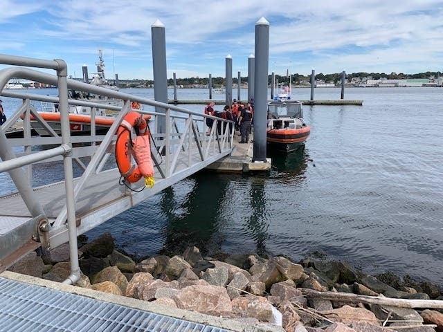 4 Rescued From Capsized Sailboat Near Race Rock Light