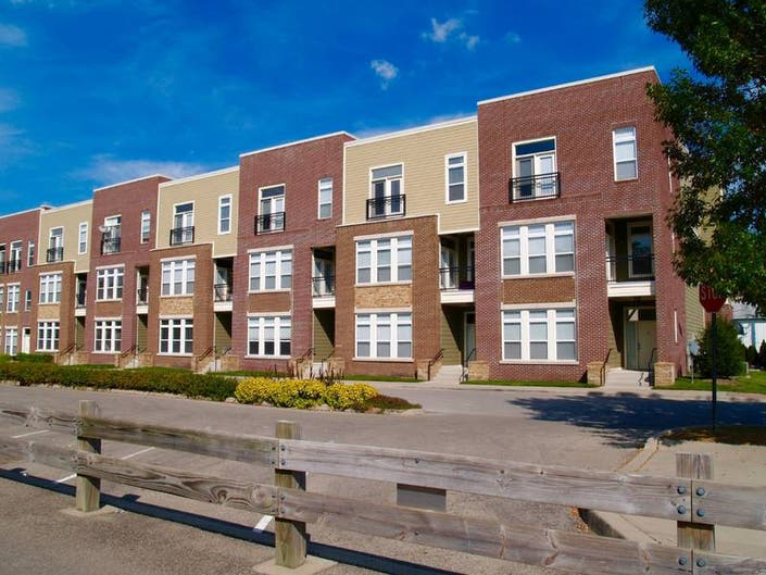 Townhomes & Condos For Sale in Yorkville, Illinois - April 2019