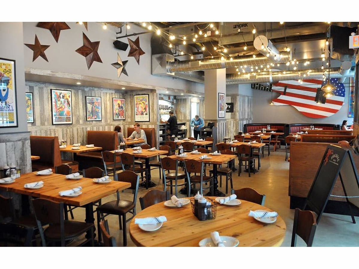 Bobby Q S Cue Co Restaurant Opens At The Block At