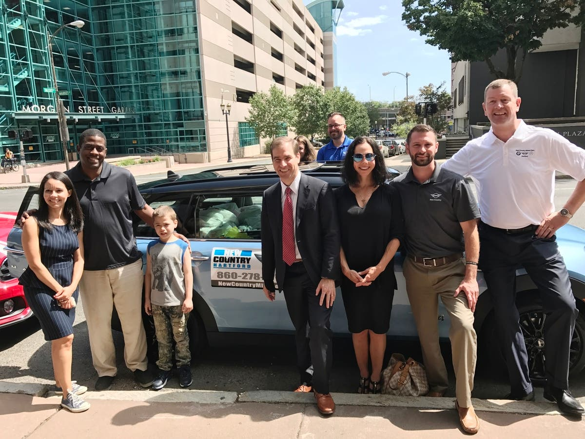 New Country Mini >> Five Minis Stuffed To The Max Deliver Donated Supplies To Hartford