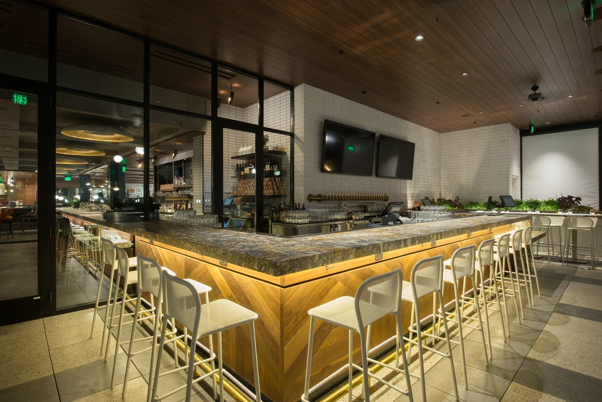 Earls Kitchen Bar At The Prudential Center Hosting Vamp