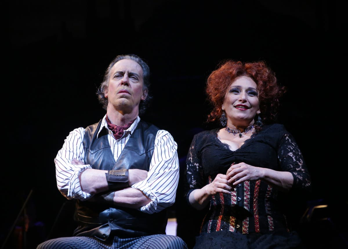 Terrence Mann Actor >> First Look At Sweeney Todd Starring Terrence Mann And Liz