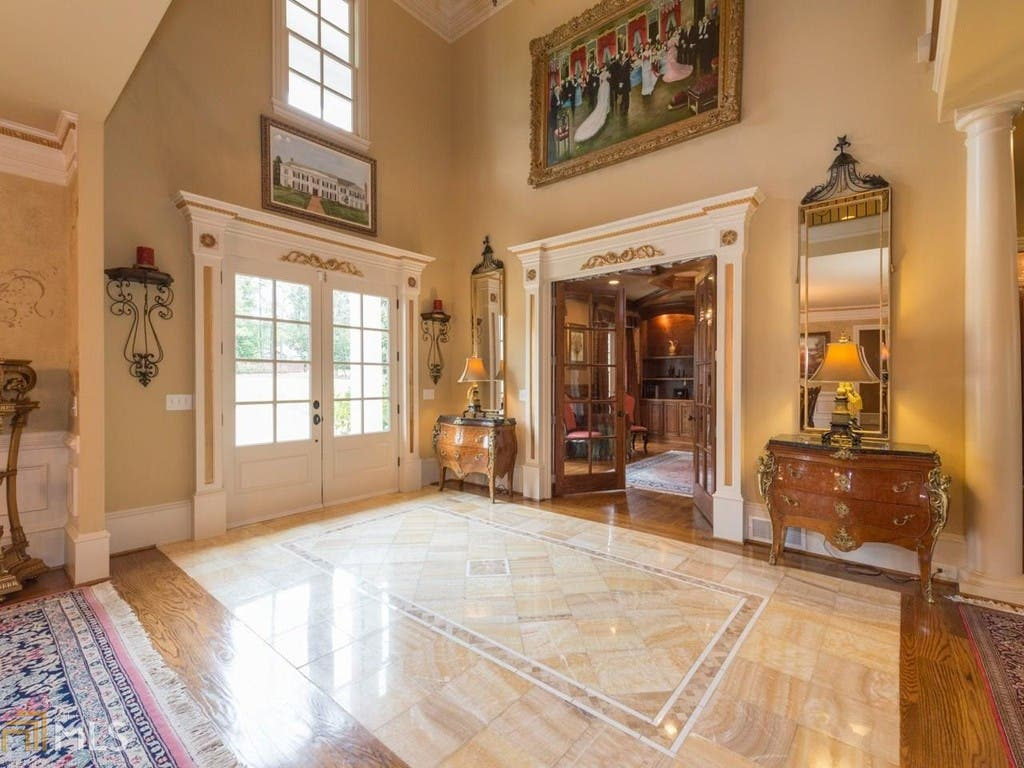 WOW House: $1M Southern Mansion With Circular Driveway