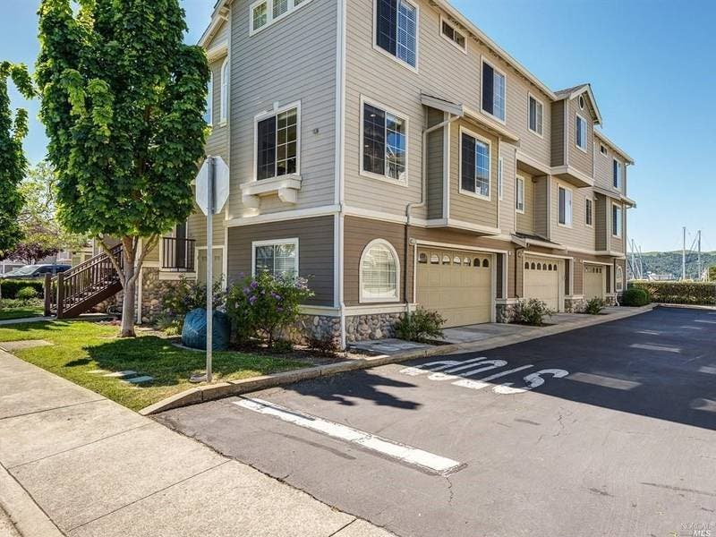 Everything Updated In This 3 Bedroom Benicia Condo