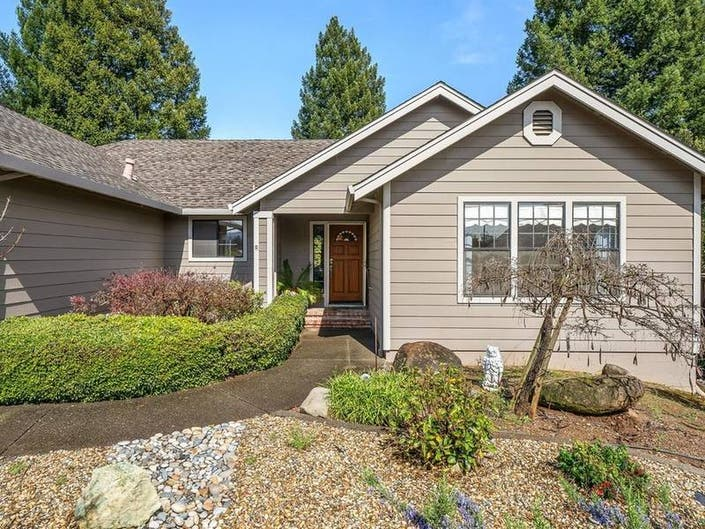 Healdsburg Home On Over-Sized Lot Has Space For RV, Boat Parking