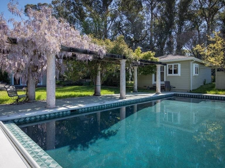 4 2m Country Compound Has Water Tower Farmhouse Lake