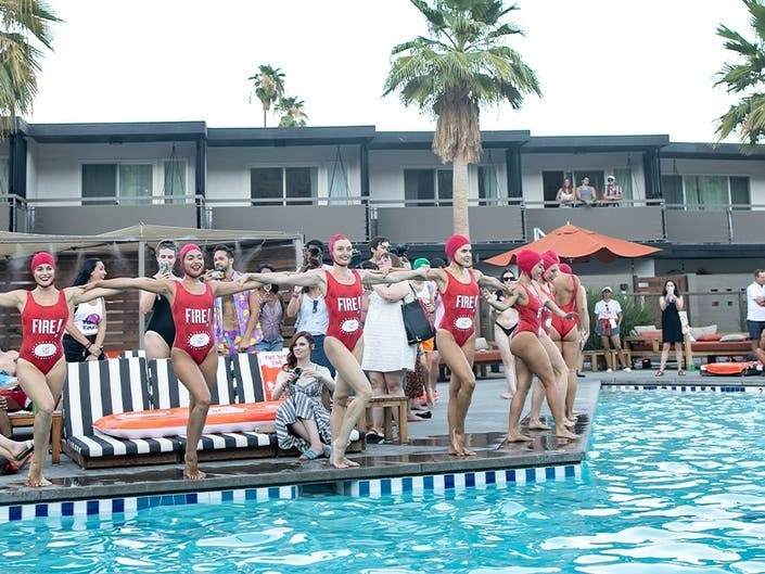Taco Bell Hotel Sells Out In 2 Minutes In Palm Springs