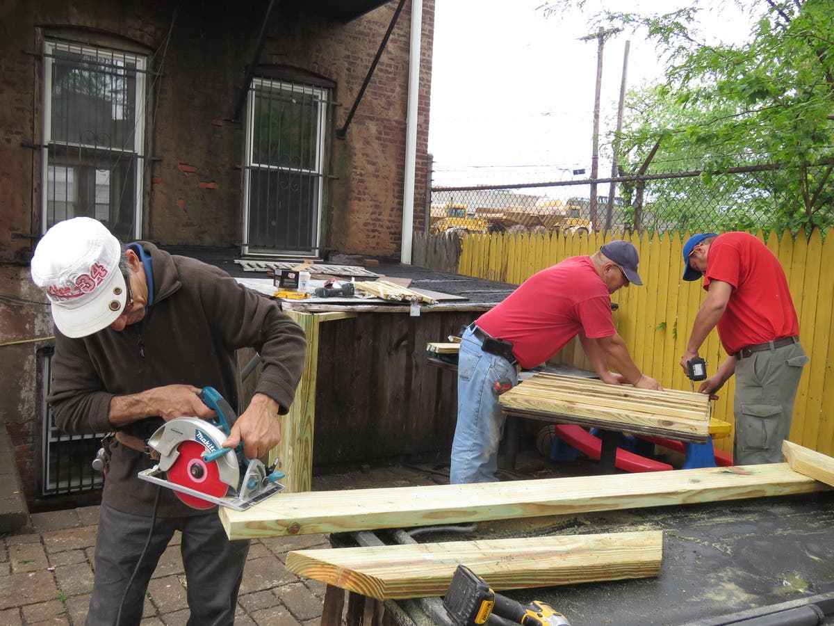Strange Team Of Decorators Renovates Newarks Apostles House Download Free Architecture Designs Scobabritishbridgeorg