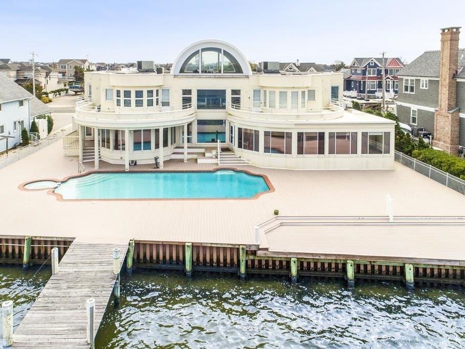 See Joe Pesci S 6 5m Lavallette Mansion It S For Sale