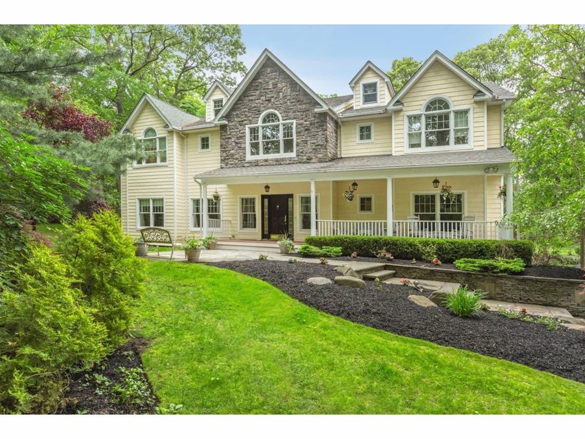 Astounding Nassau Suffolk Home Sale Prices Heading In Opposite Interior Design Ideas Tzicisoteloinfo