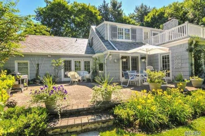 Wow House Farm Ranch Set On 1 5 Acres With Perennial