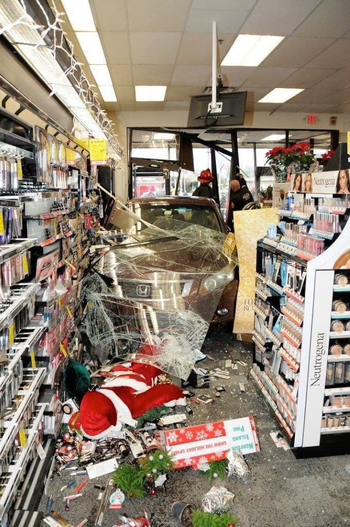 car crashes into hicksville cvs  runs over  u0026 39 santa u0026 39