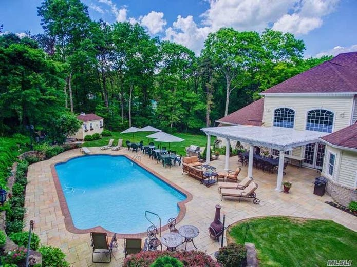 Wow House: Custom Mansion On 1 Acre Of Lush Landscaping ...