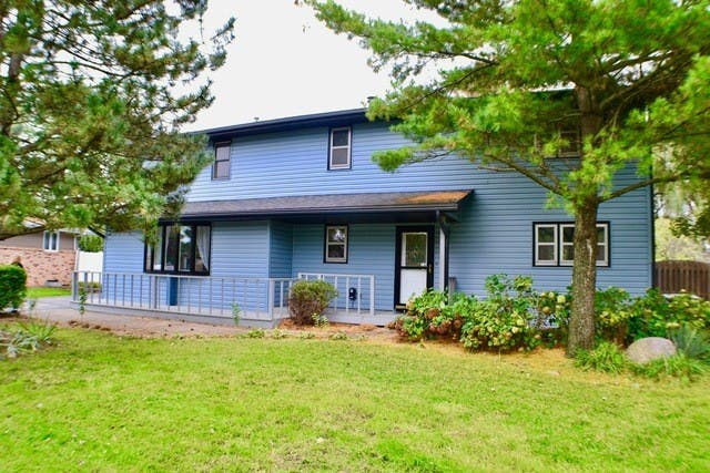 Blue Beauty With Stone Fireplace In Elwood