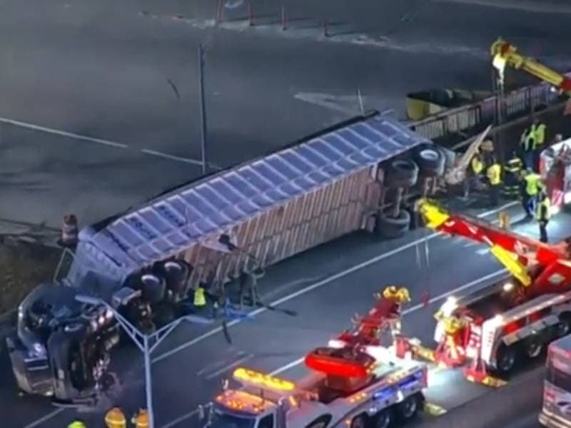 Tractor Trailer Overturns, Causes Lincoln Tunnel Delays