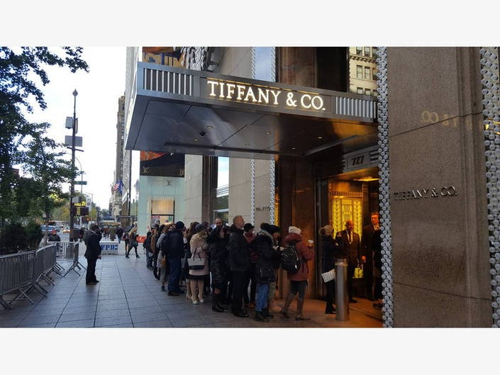 a07cf267af31 Fans Line Up To Eat Breakfast At Tiffany s