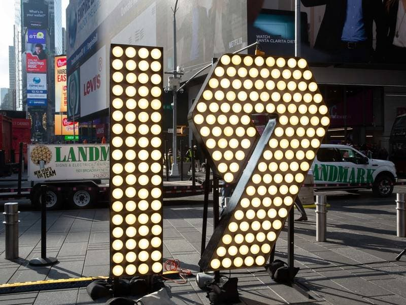 New Year S Eve 2019 Sign Arrives In Times Square Midtown