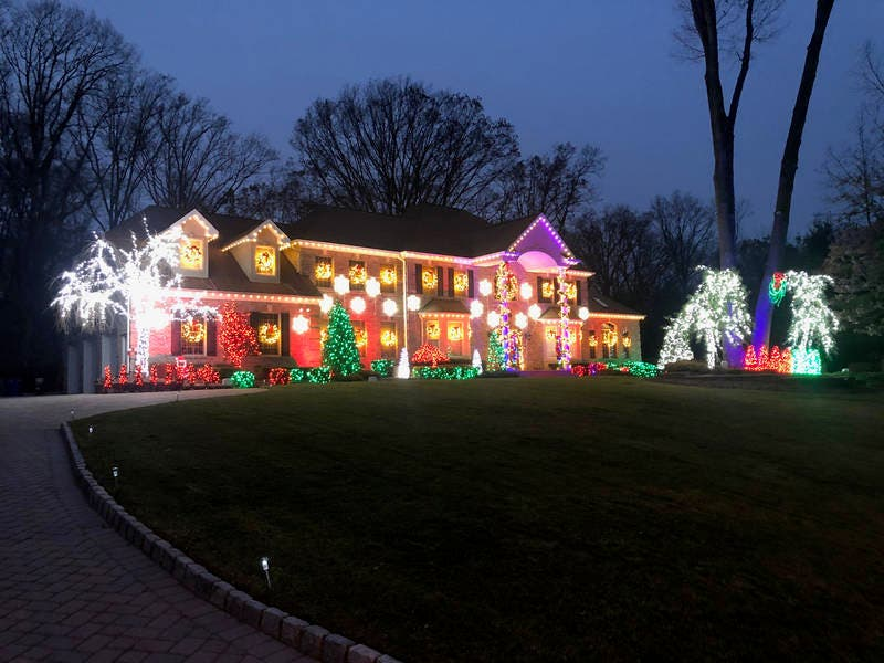 Holmdel Homes Christmas Light Show Set To Music Is A Must See